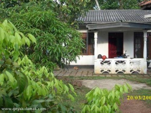 6 Bed Room House for Sale at Kadawatha - Gampaha
